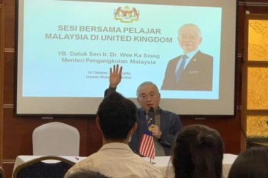 M'sian students in UK should consider career in logistics, transportation, says Dr Wee